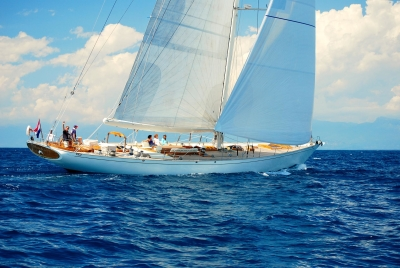 Whitefin,_lussuoso_yacht_a_vela_di_92_piedi.